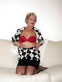 Justine a mature blonde - Fishnet Pantyhose 1