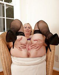 MATURE AND GRANNIES 90